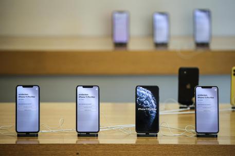 Iphone 12 posticipato